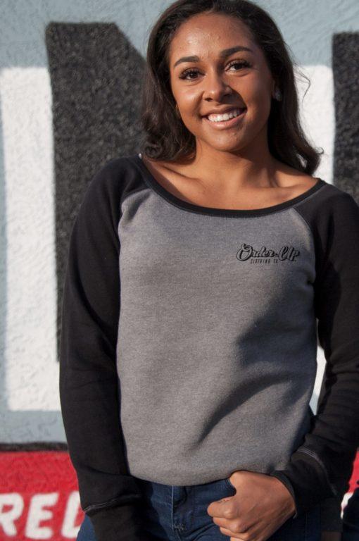 Womens_fleece_sweatshirt_DHTHR.BLK_logo_Model
